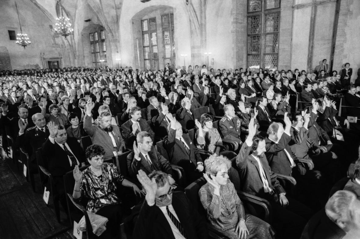 Poslanci hlasují o zvolení Václava Havla prezidentem ČSSR, 29. 12. 1989