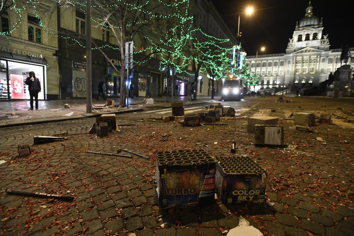 Následky novoročních oslav na Václavském náměstí