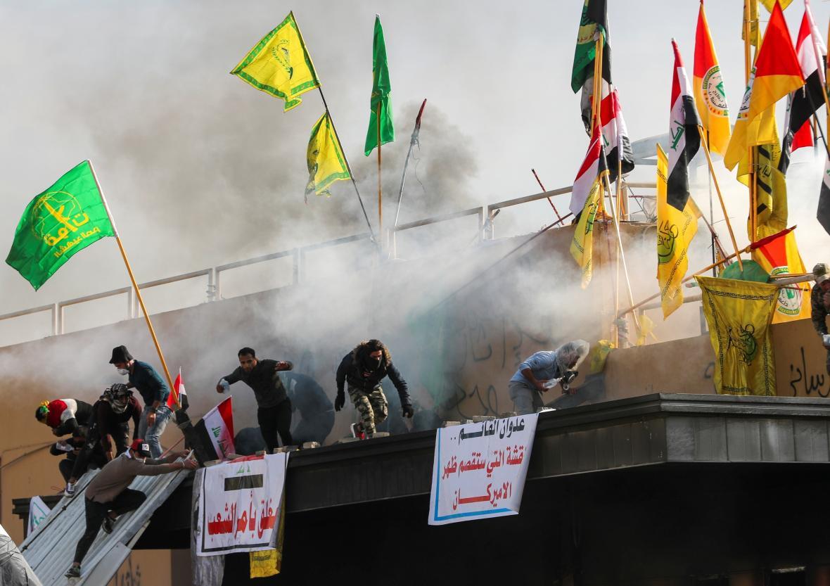 Protesty před americkým velvyslanectvím v Bagdádu