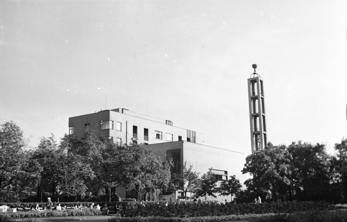 Modlitebna Československé církve husitské Husův sbor na Vinohradech v Praze na snímku z roku 1947