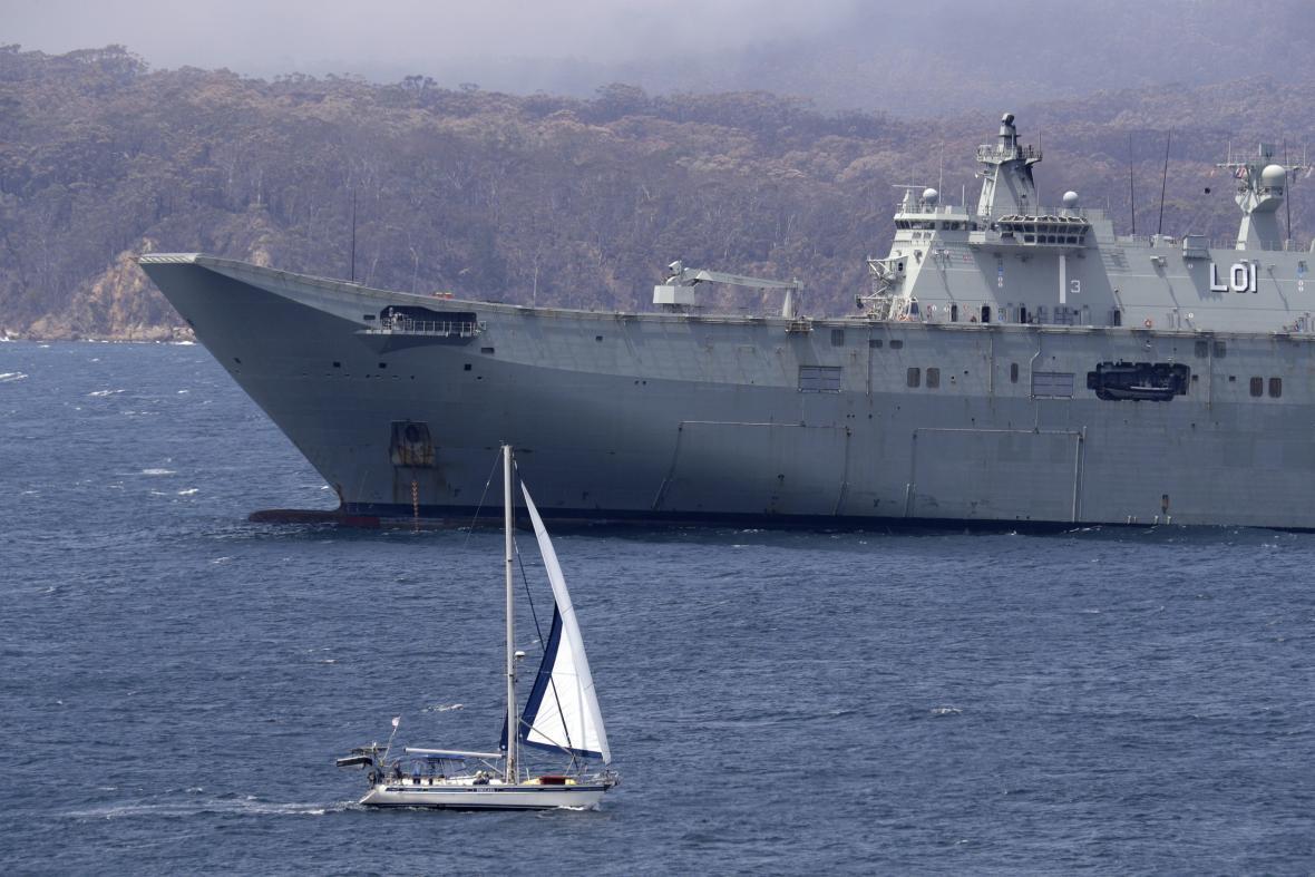 Pomoct s evakuací obyvatel je připravena i vojenská loď