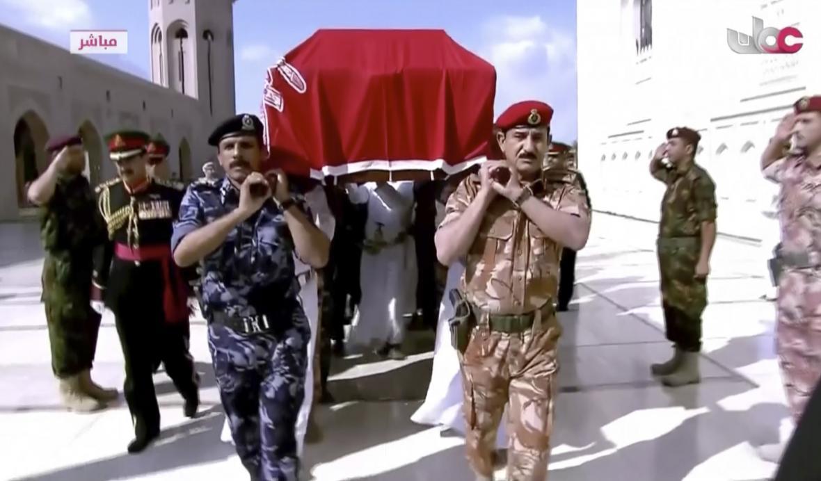 Procesí s rakví zesnulého sultána