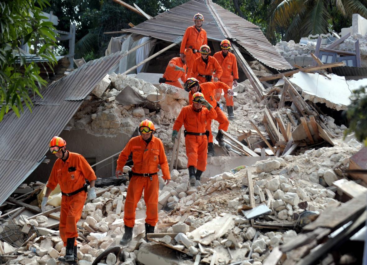Nizozemští záchranáři prohledávají trosky Port-au-Prince