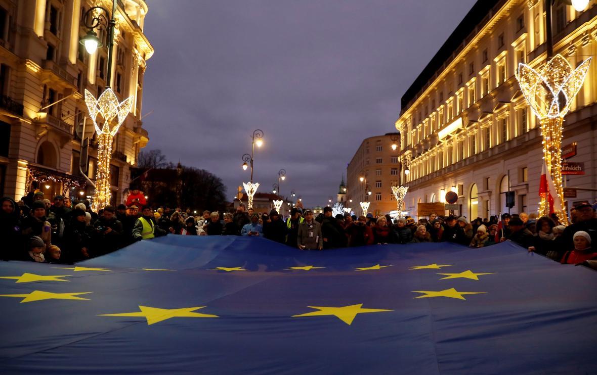 Pochod soudců a právníků ve Varšavě