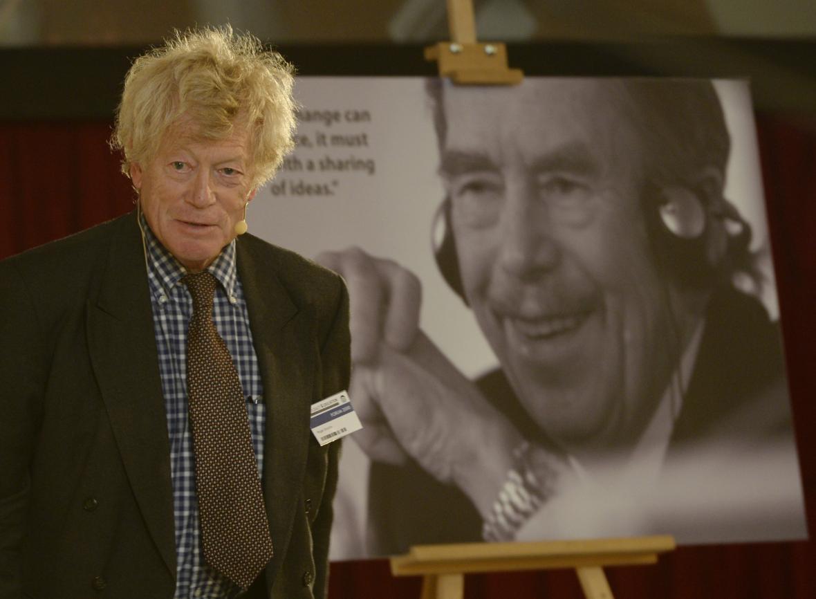Roger Scruton při přednášce na konferenci Forum 2000 (snímek z roku 2015)