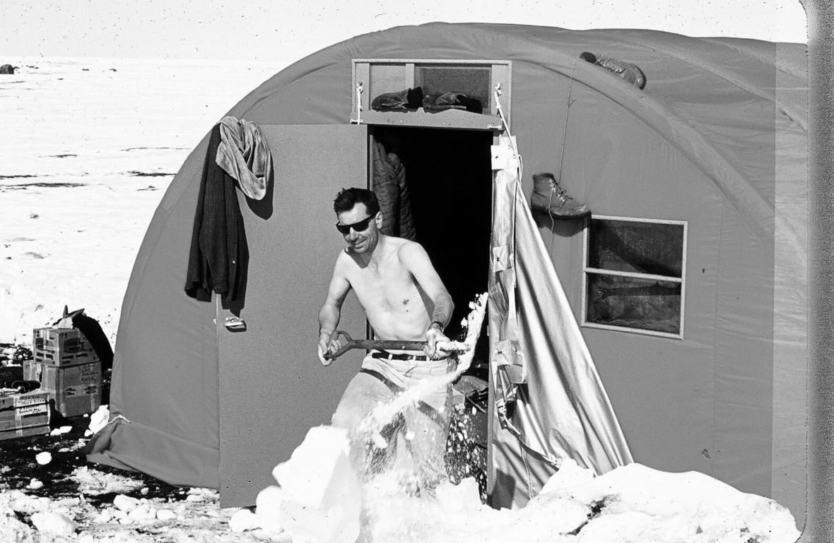 Josef Svoboda na polární stanici
