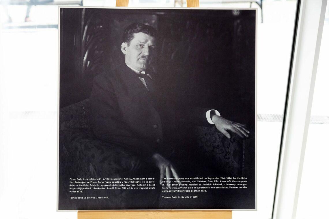 Portrét Tomáše Bati ve své vile