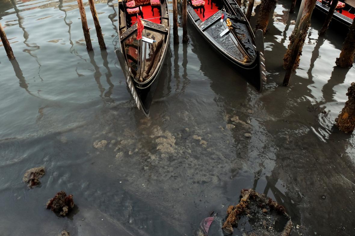 Lodě v Benátkách mají potíže