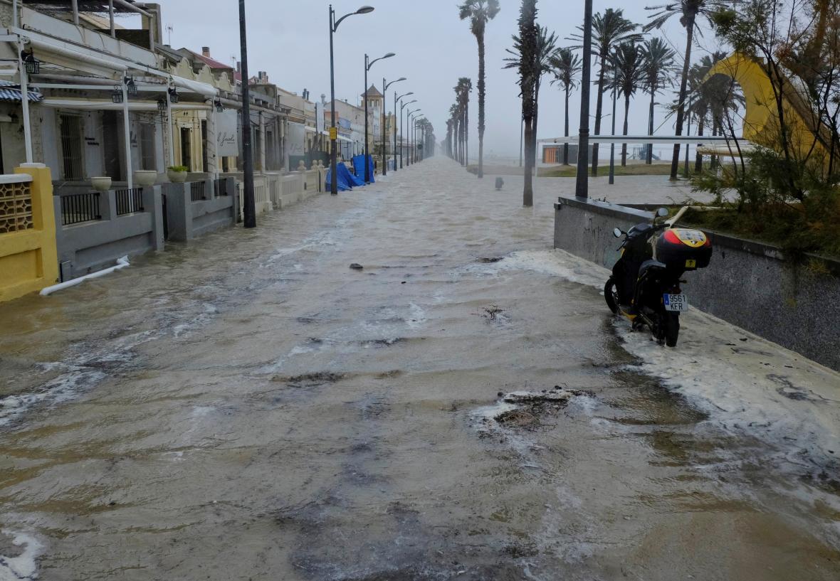 Zaplavená promenáda u Valencie