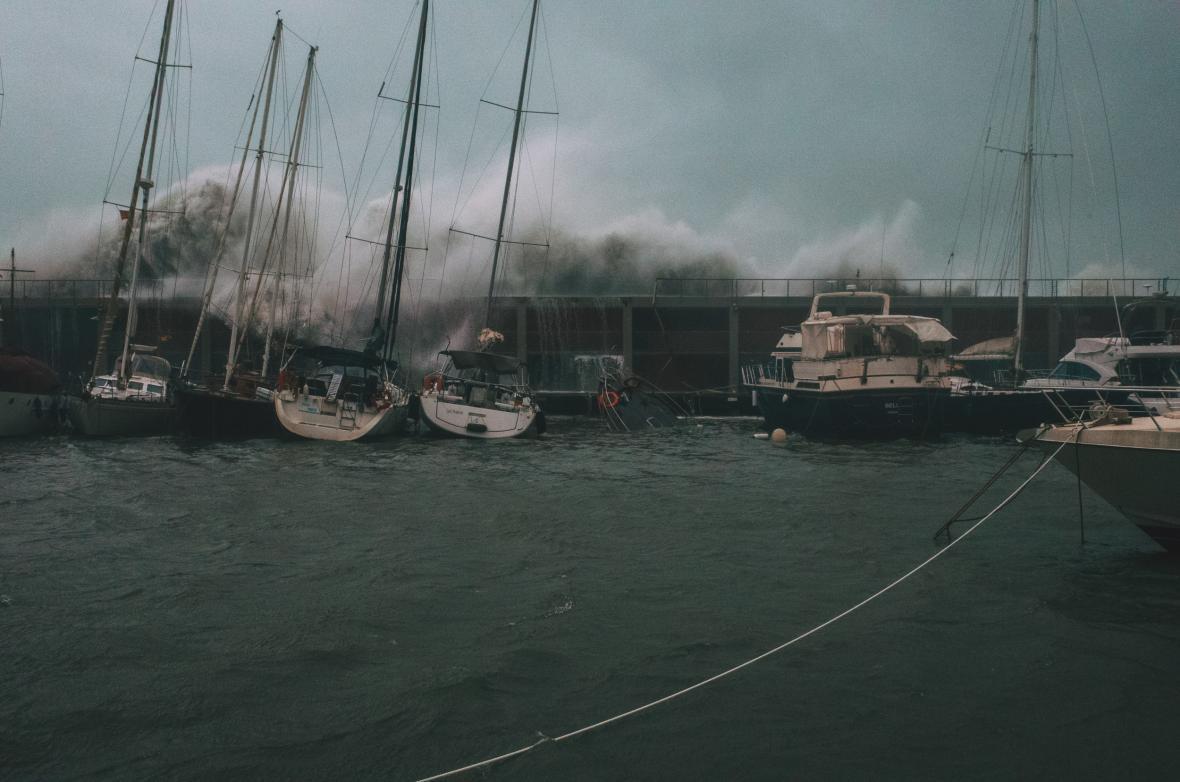 Bouře ohrožuje lodní dopravu ve Španělsku