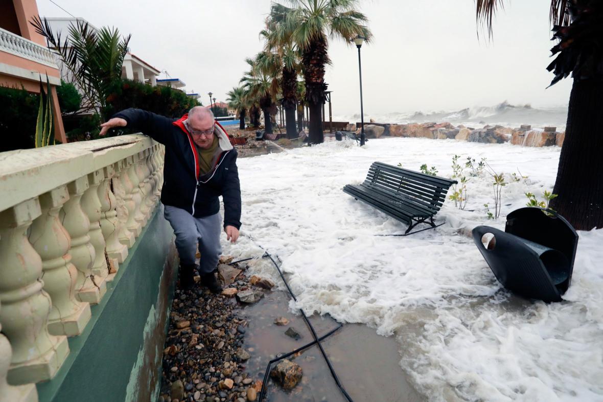 Zaplavená promenáda v Almenaře