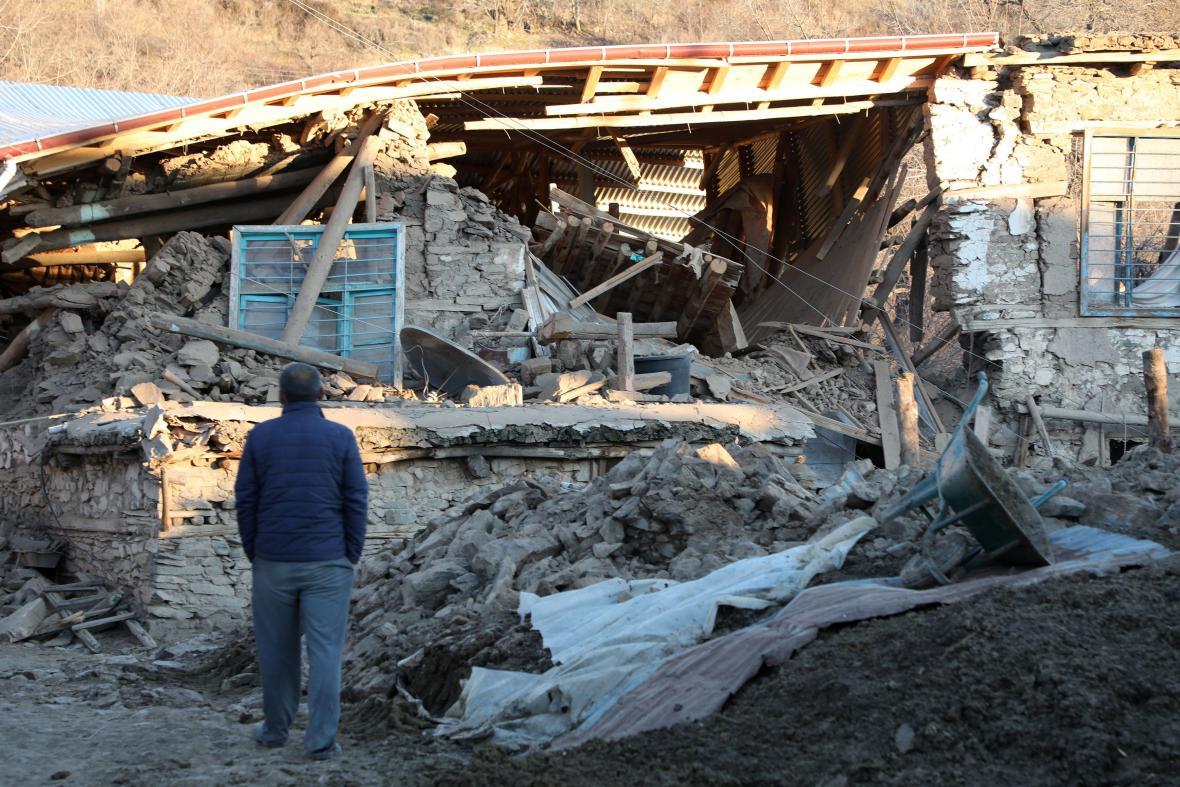 Zřícený dům v turecké obci Sivrice