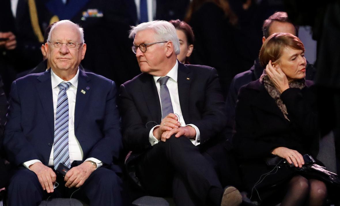 Izraelský prezident Rivlin společně s německým protějškem Steinmeierem během piety v Osvětimi