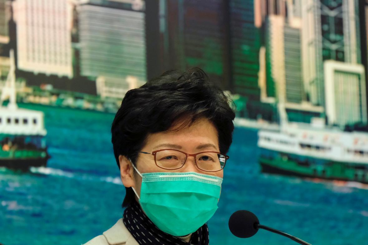 Správkyně Hongkongu oznámila opatření proti šíření koronaviru