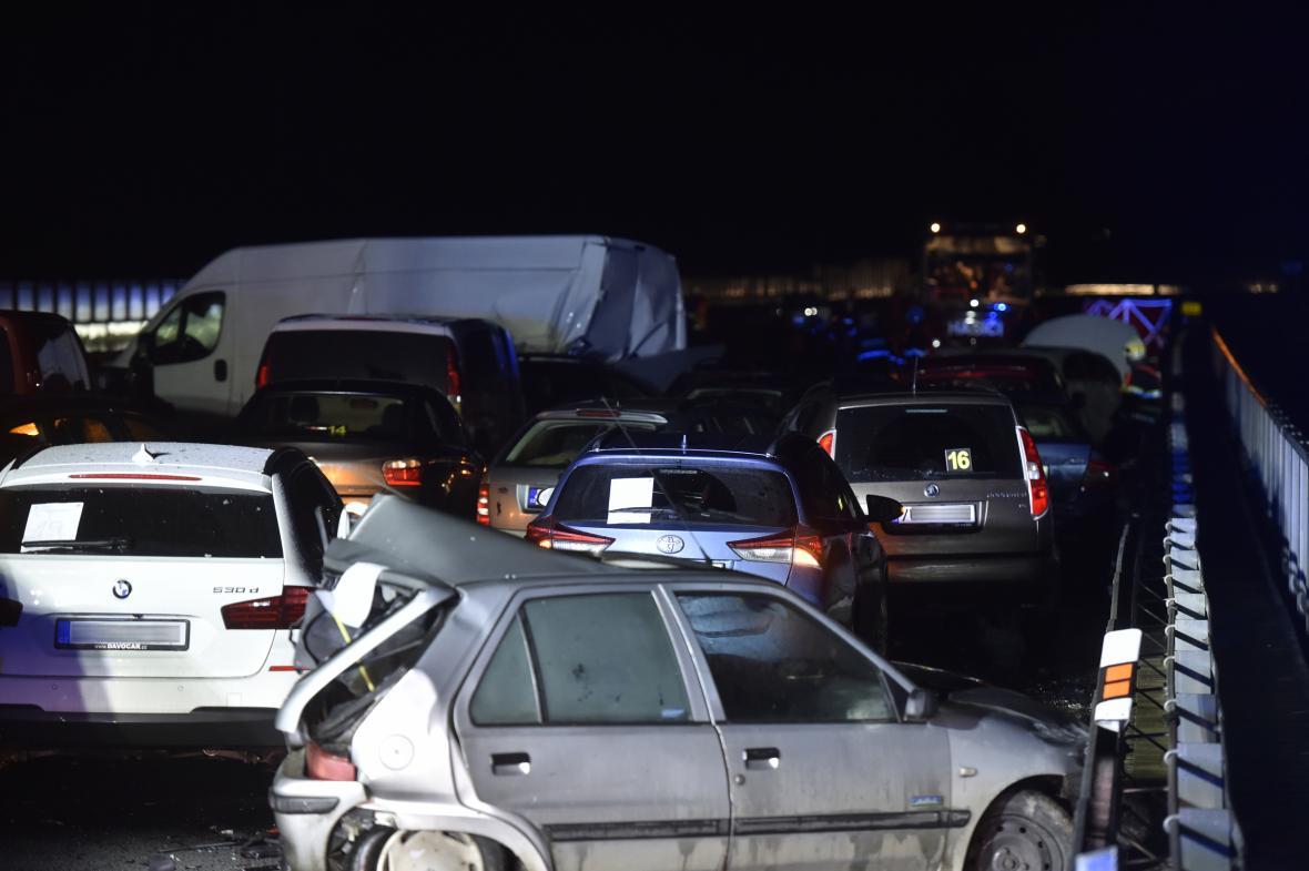 Hromadná nehoda na dálnici D10