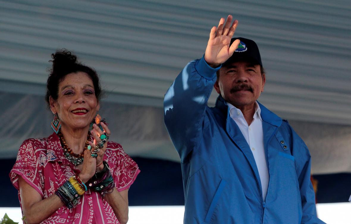 Prezident Nikaragui Daniel Ortega se svou manželkou