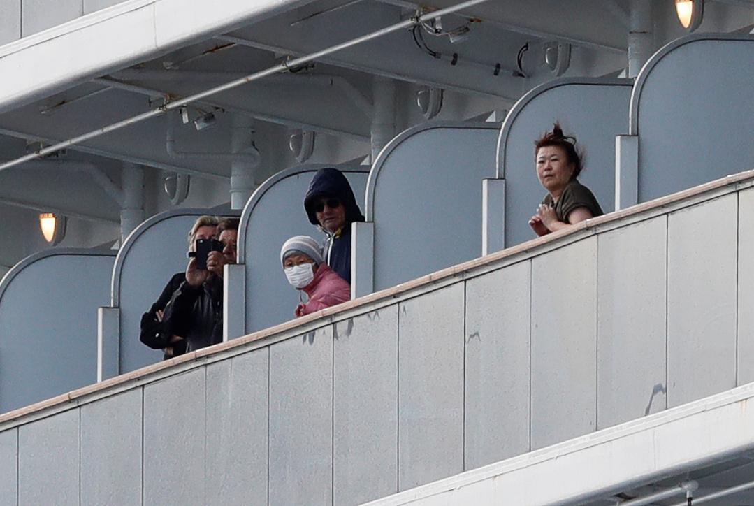 Pasažéři na japonské lodi Diamond Princess