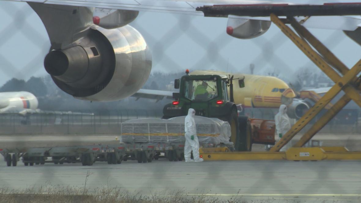 Nakládka čínského letadla v Bratislavě