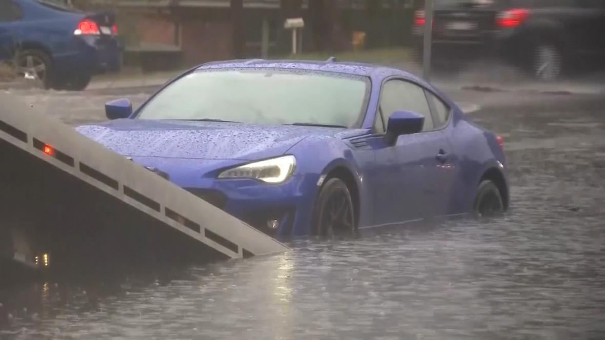 Řadu australských řidičů přívaly vody překvapily