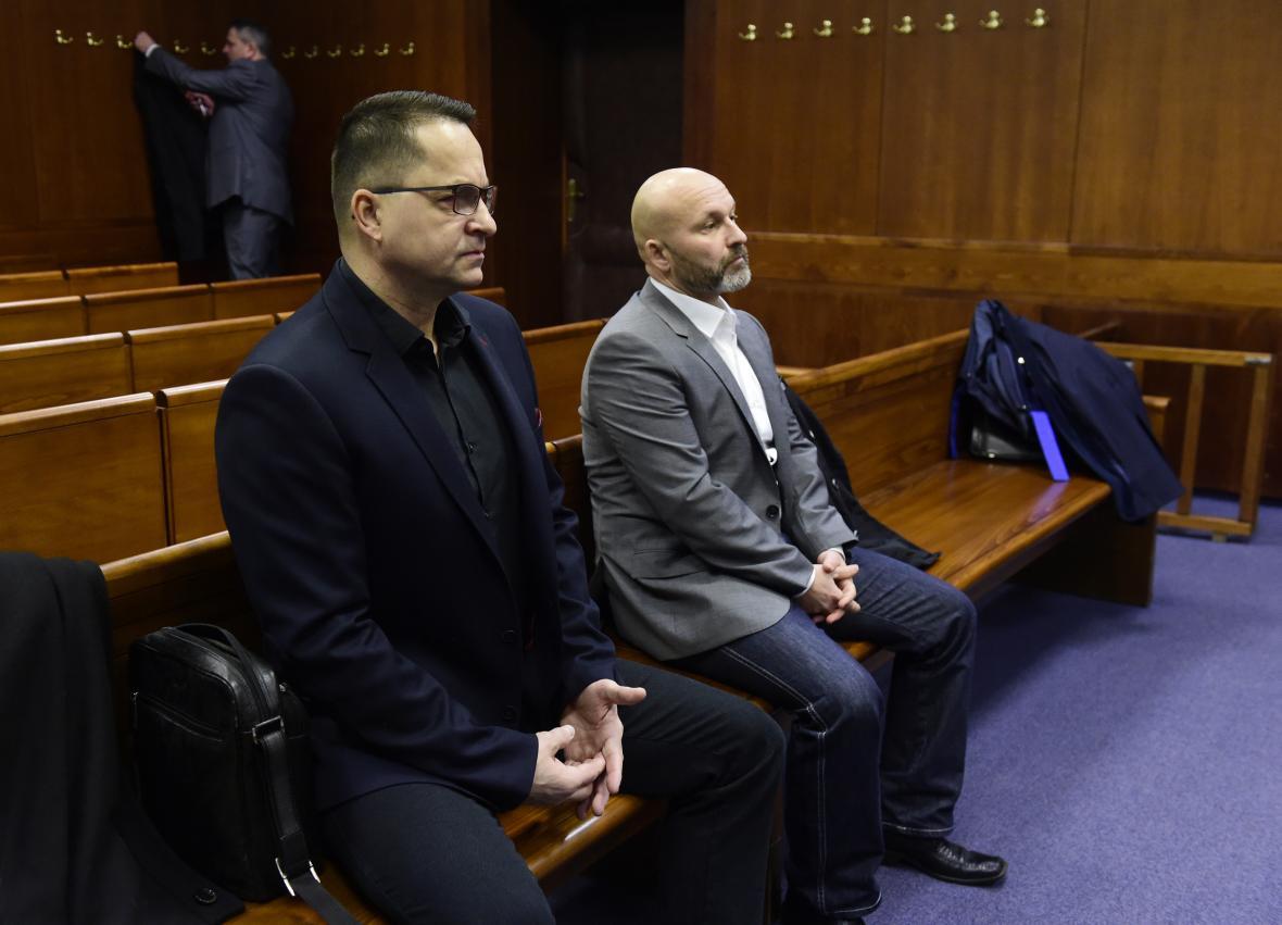 Petr Trubačík a Kamil Hrachovec (zleva) u Vrchního soudu