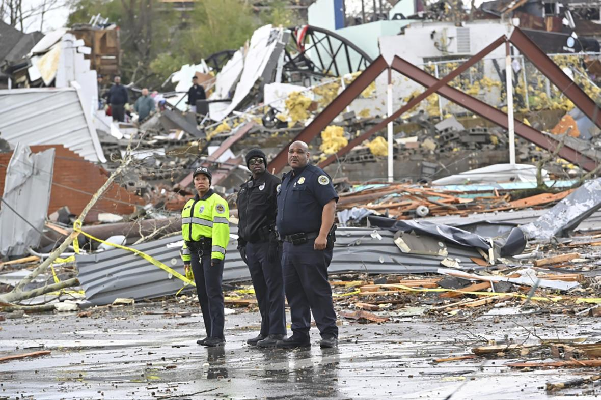Trosky po tornádu v Nashvillu