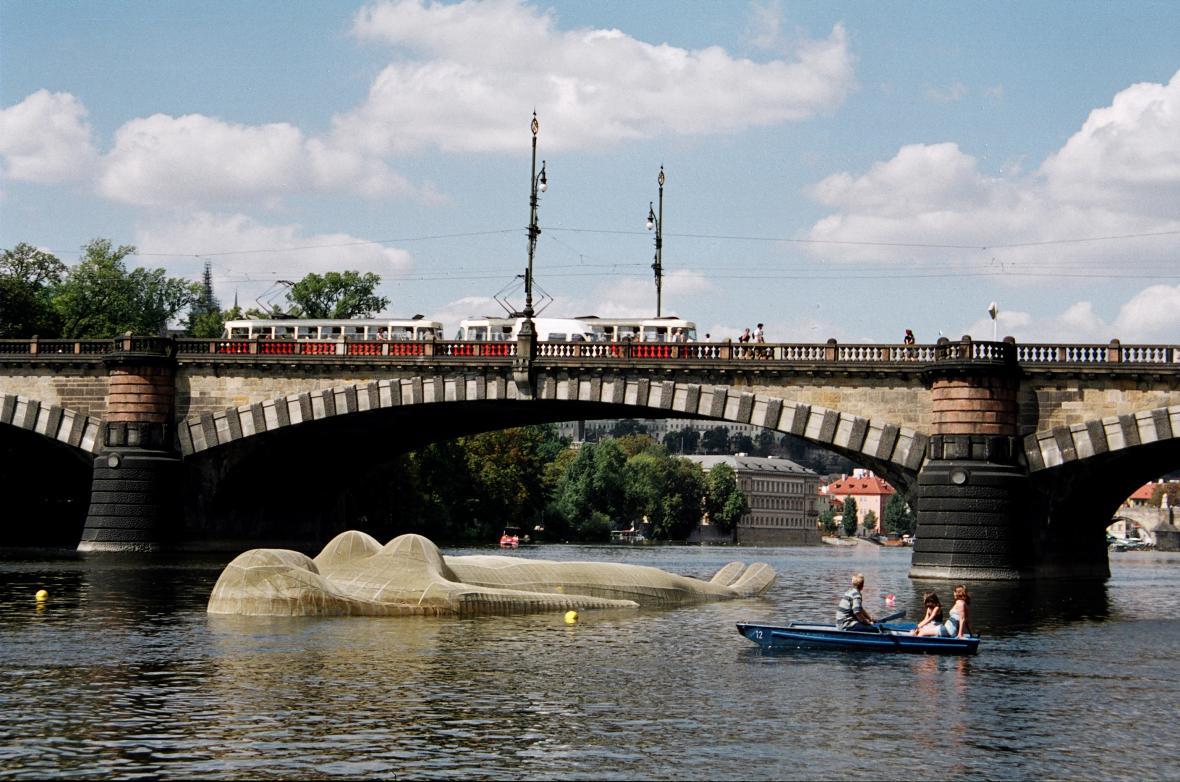 Kurt Gebauer / Ponorná socha Vltava, 2000
