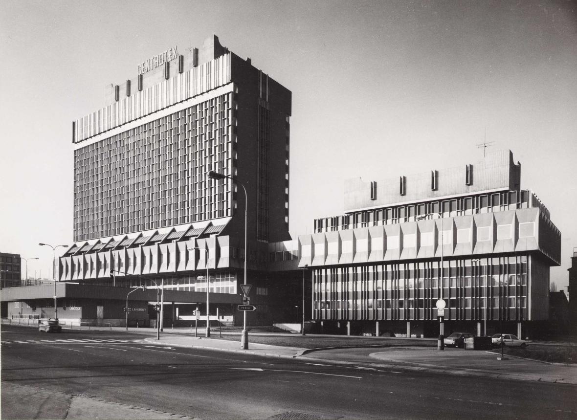 Budova podnik zahraničního obchodu Centrotex (1972‒1978, architekti: Václav Hilský, Otakar Jurenka)