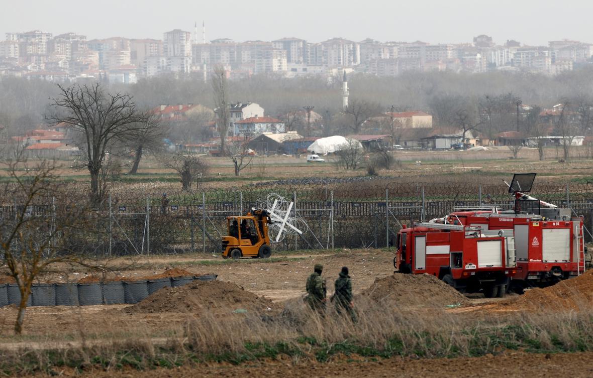 Řečtí vojáci u hranice s Tureckem
