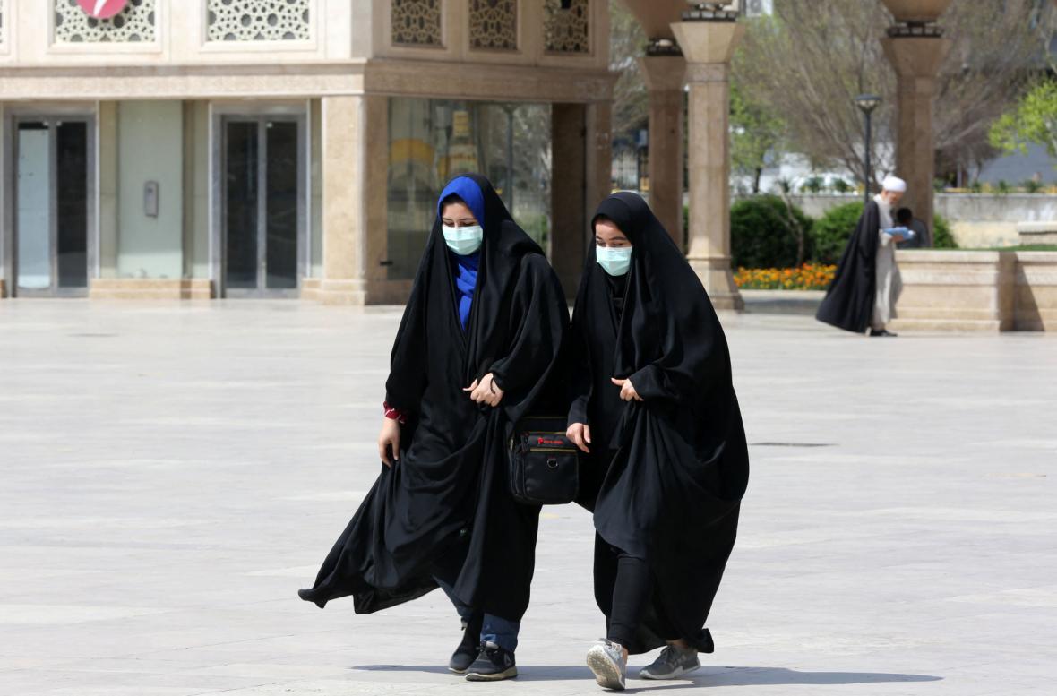 V Íránu během úterý podlehlo nemoci dalších 135 lidí