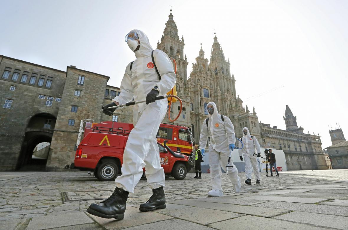 Dezinfekce ulic Santiagu de Compostela