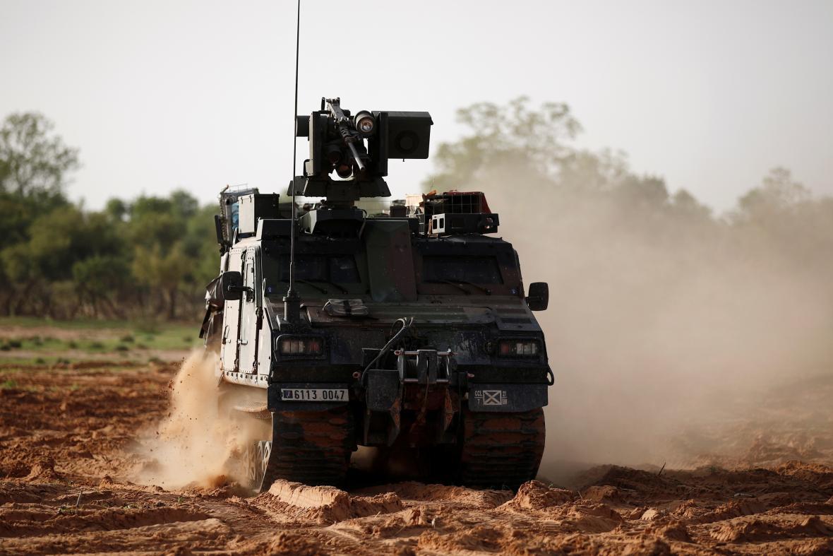 Francouzi využívají v Africe také obrněné terénní vozy