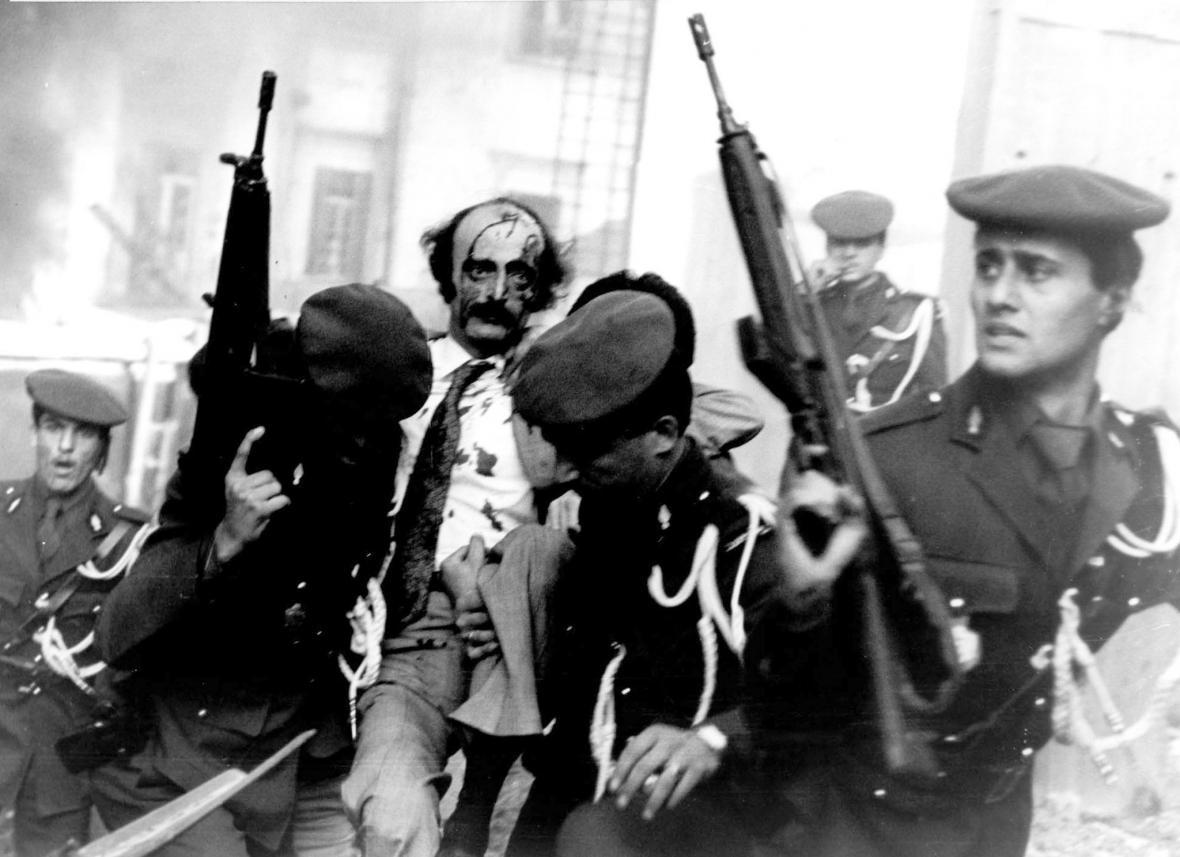 Drúzský politik Walid Jumblat v roce 1982 po výbuchu bomby v automobilu