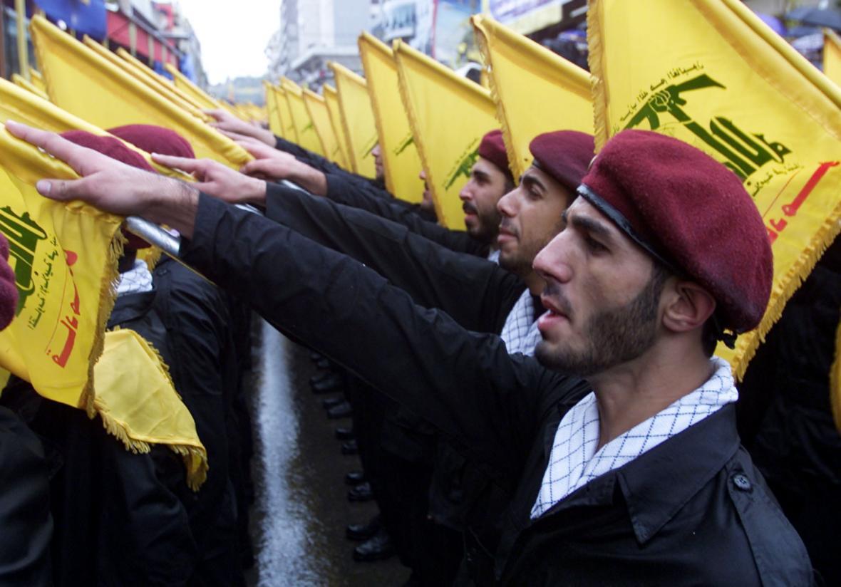 Ozbrojenci z Hizballáhu slibují vést svatou válku s židovským státem (snímek z roku 2002)