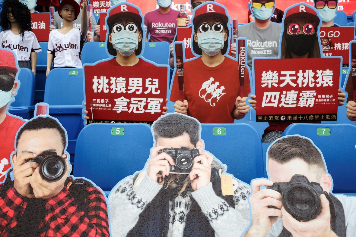 Na Tchaj-wanu se začaly hrát ligy, o atmosféru se postaraly i figuríny fanoušků