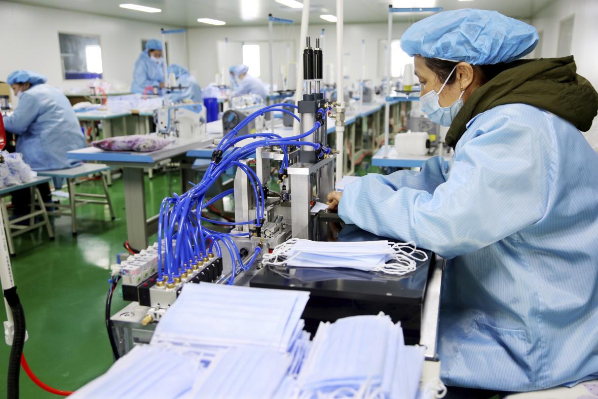 Výroba roušek v Číně
