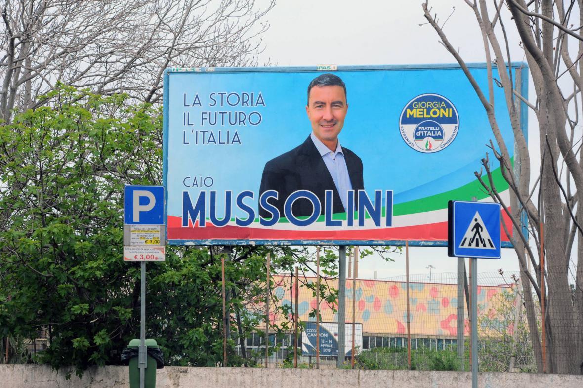 Předvolební billboard pravnuka diktátora Benita Mussoliniho