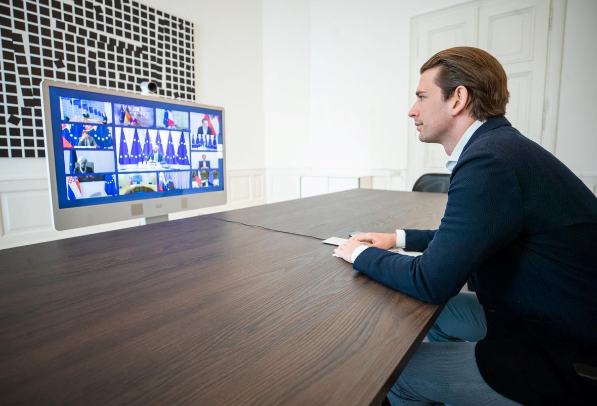 Rakouský kancléř Sebastian Kurz během videokonference