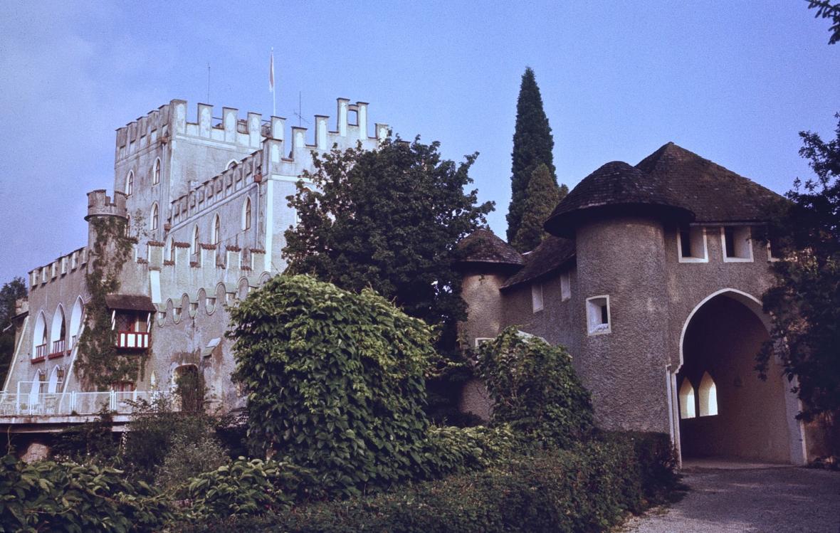Hlavní brána do hradního komplexu.