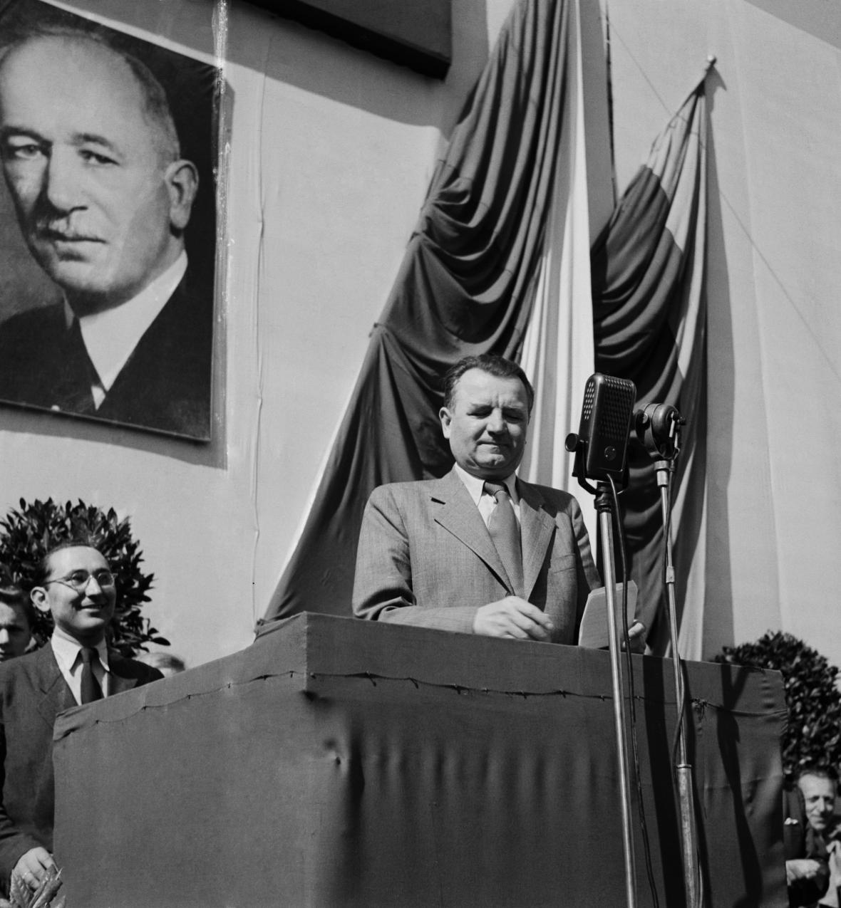 Předseda vlády Klement Gottwald při projevu na Staroměstském náměstí 26.dubna 1948