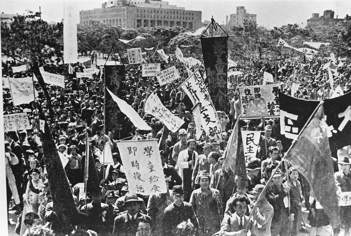 Protest proti vážnému nedostatku potravin po druhé světové válce v Tokiu (símek z 19. května 1946)