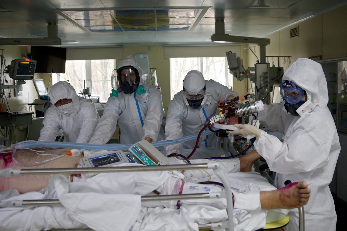 Ruští zdravotníci během koronavirové krize