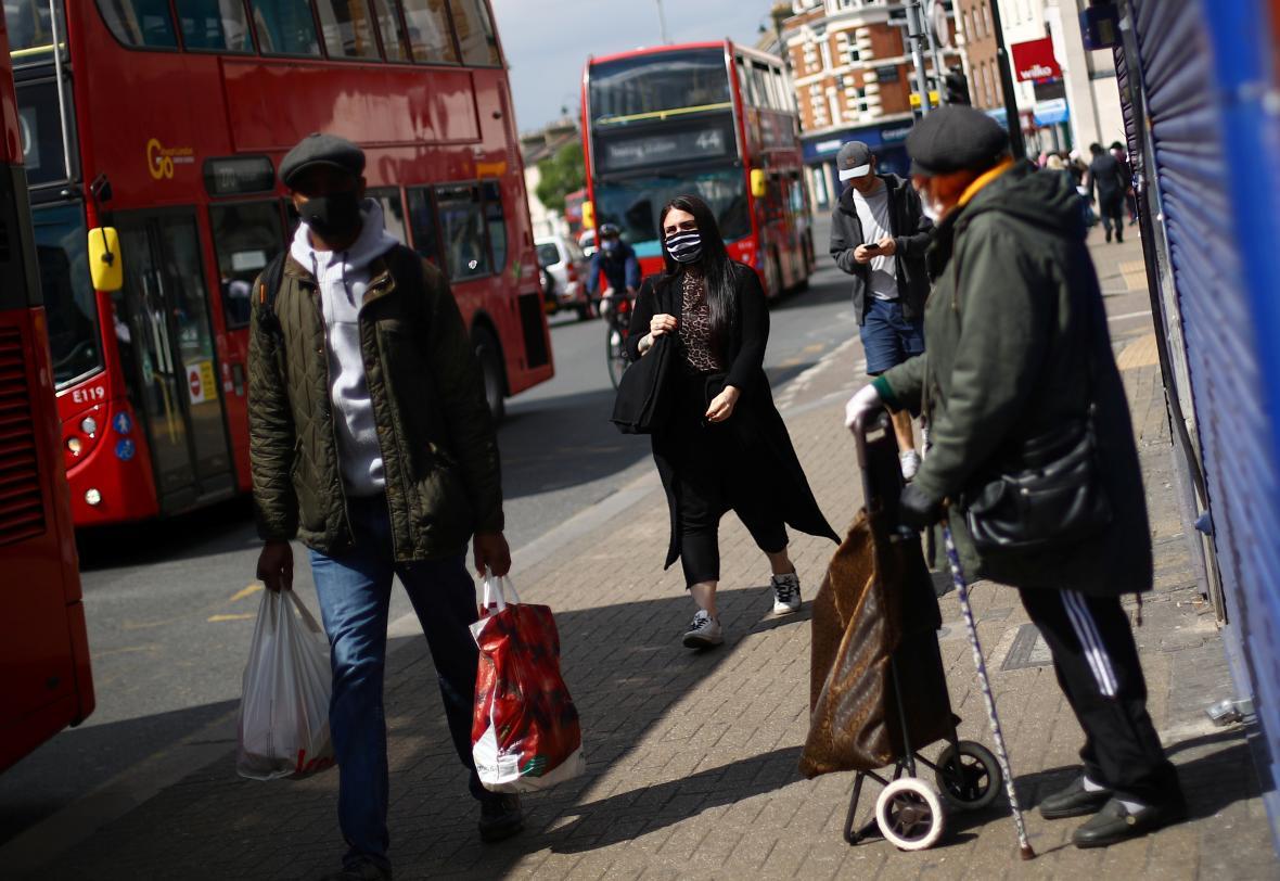 Obyvatelé londýnské čtvrti Tooting v době pandemie