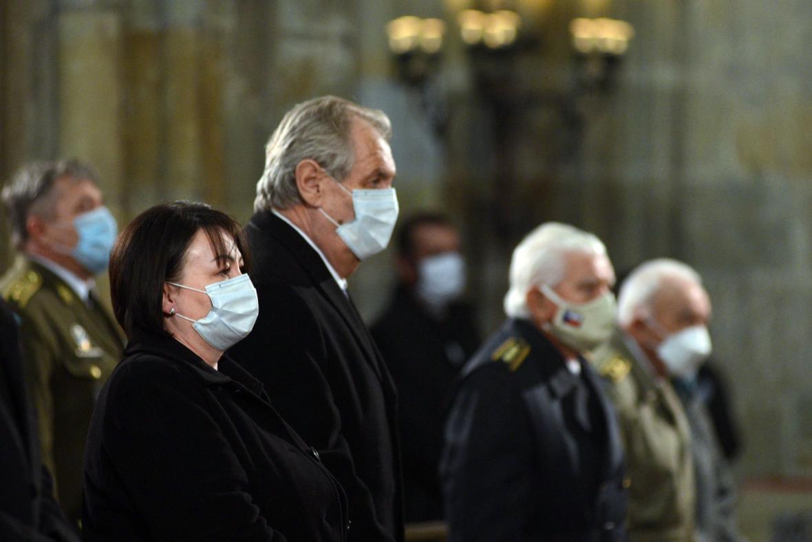 Miloš Zeman na bohoslužbě k 75. výročí konce druhé světové války