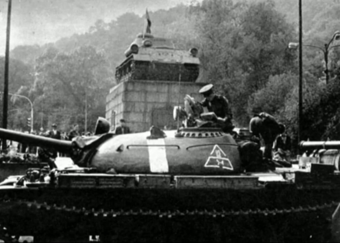 černá vlajka na tanku č. 23; 21. srpen 1968