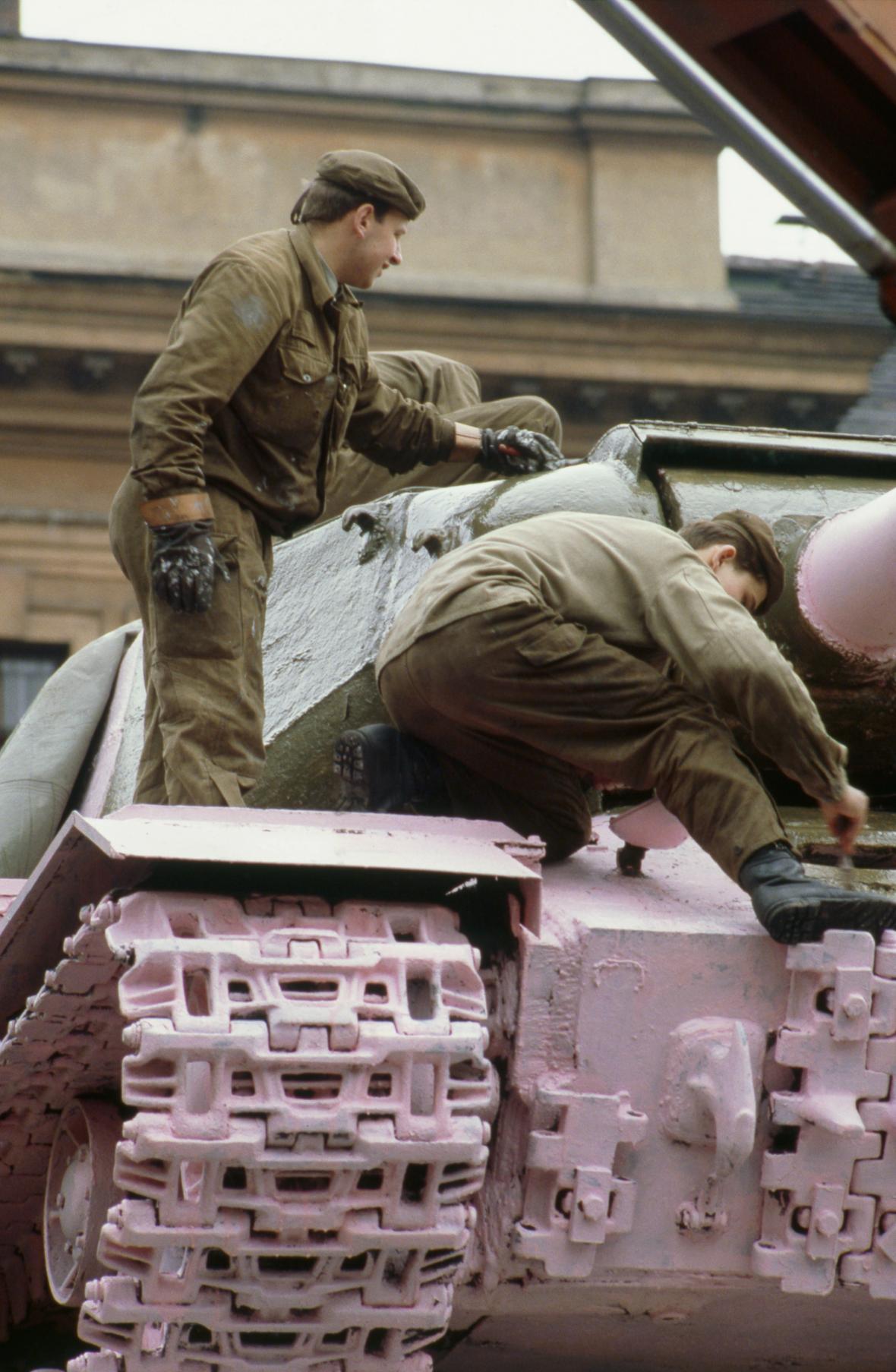 Přebarvování tanku č. 23 zpět a zeleno