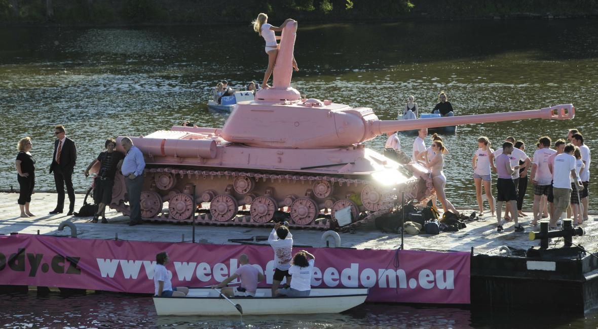 Tank č. 23 vystaven během Týdne svobody