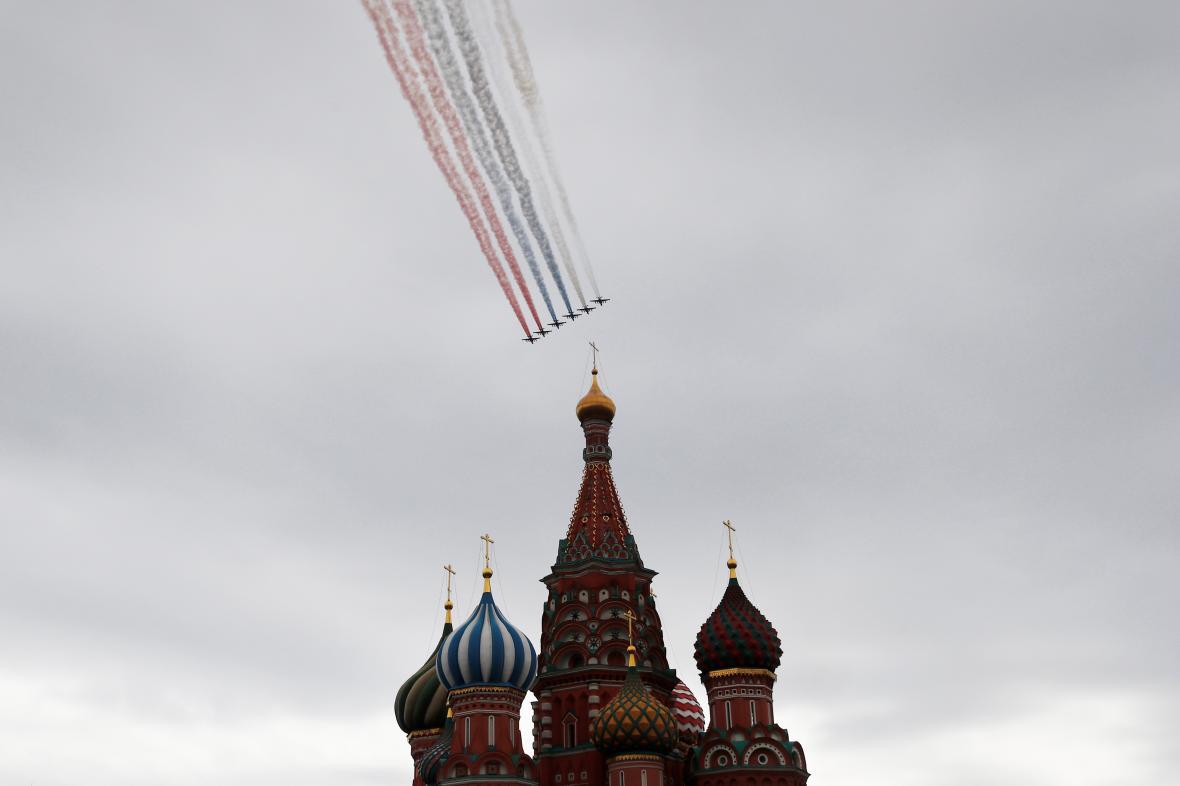 Ruské stíhačky při přehlídce