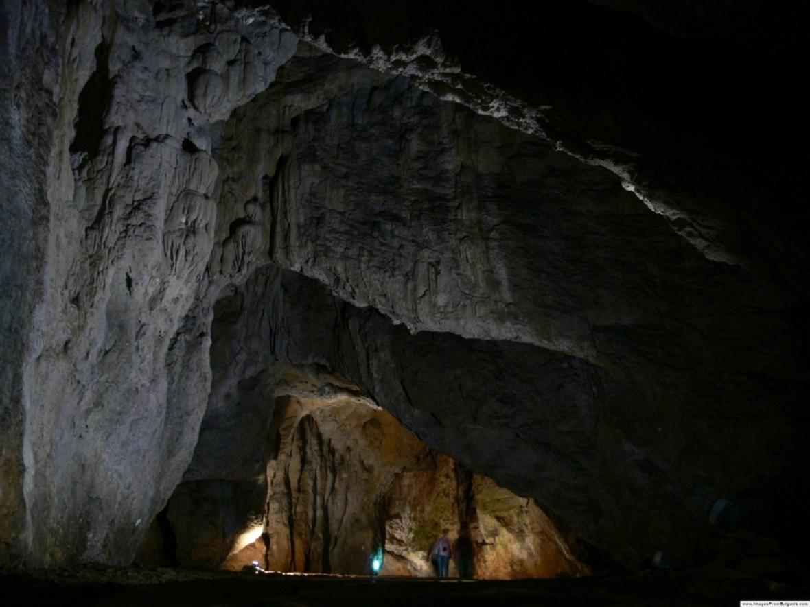 Jeskyně Bacho Kiro v Bulharsku
