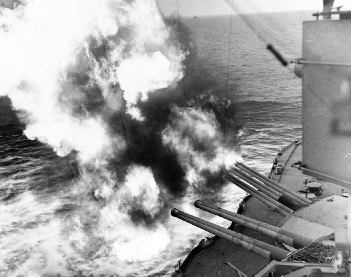 Palba děl USS Nevada