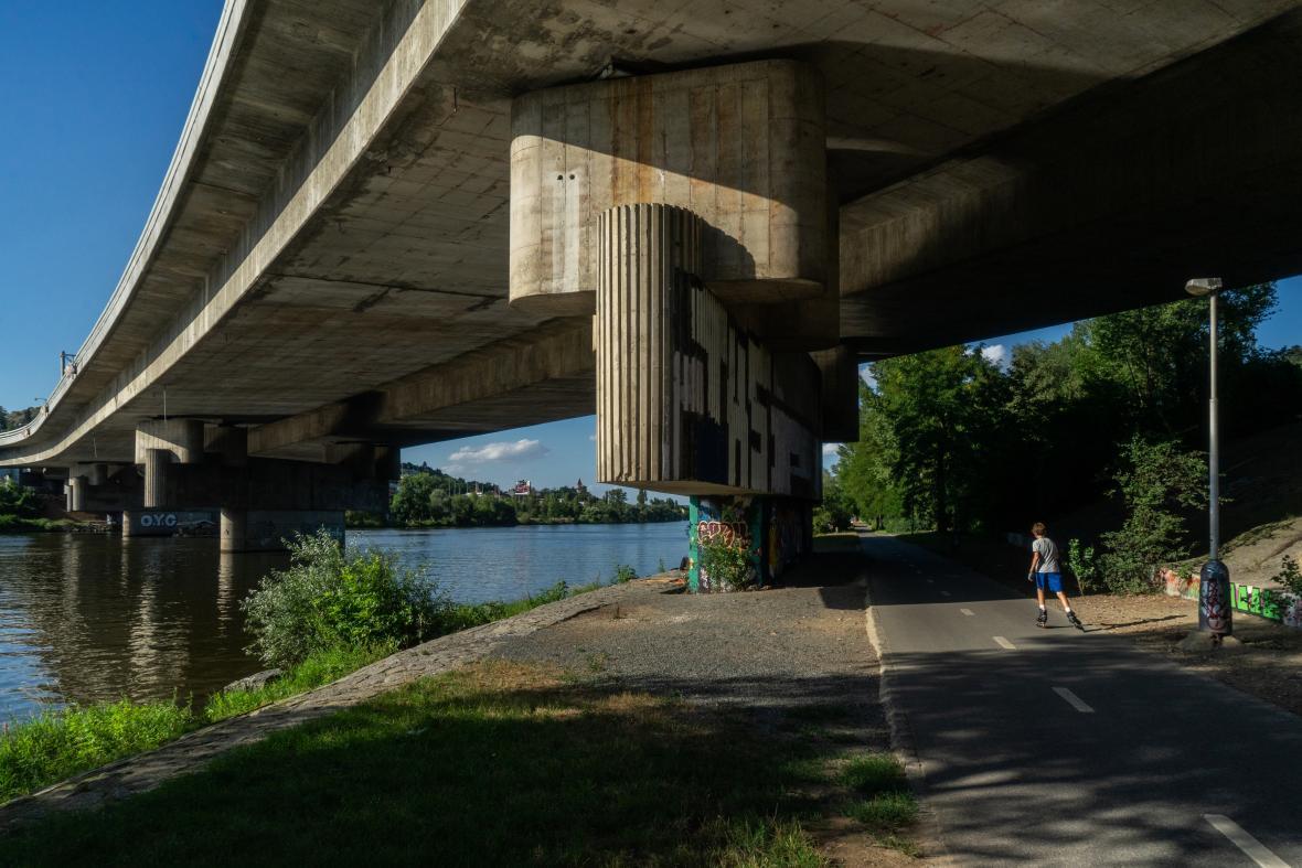 Barrandovský most a jeho pilíře